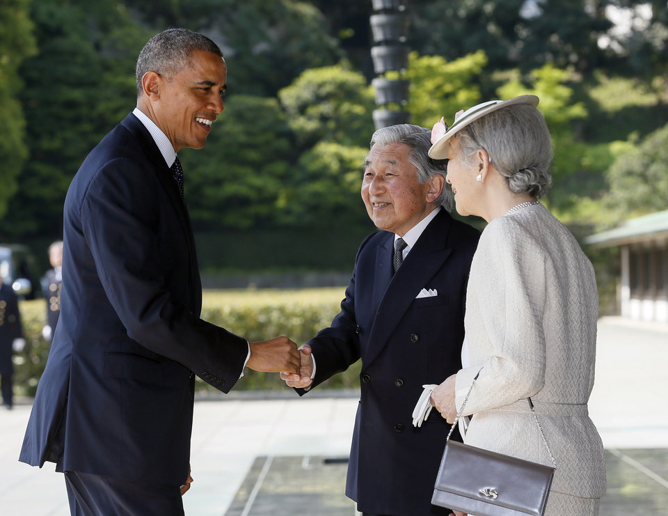 Photo - U.S. President Barack Obama, left, is welcomed by Japan's Emperor Akihito and Empress Michiko upon his arrival at the Imperial Palace for the welcoming ceremony in Tokyo, Thursday, April 24, 2014. (AP Photo/Kimimasa Mayama, Pool)