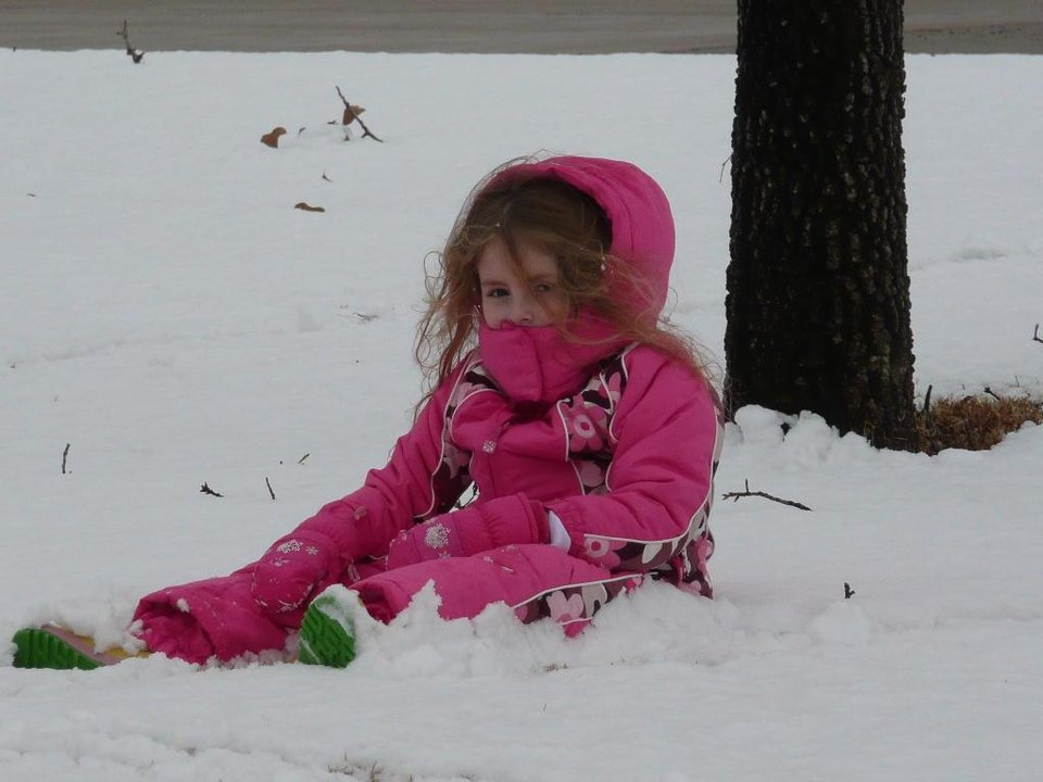 Alyssa Payne playing in the snow on 12/26/2007.<br/><b>Community Photo By:</b> Angela Payne<br/><b>Submitted By:</b> Angela, Choctaw