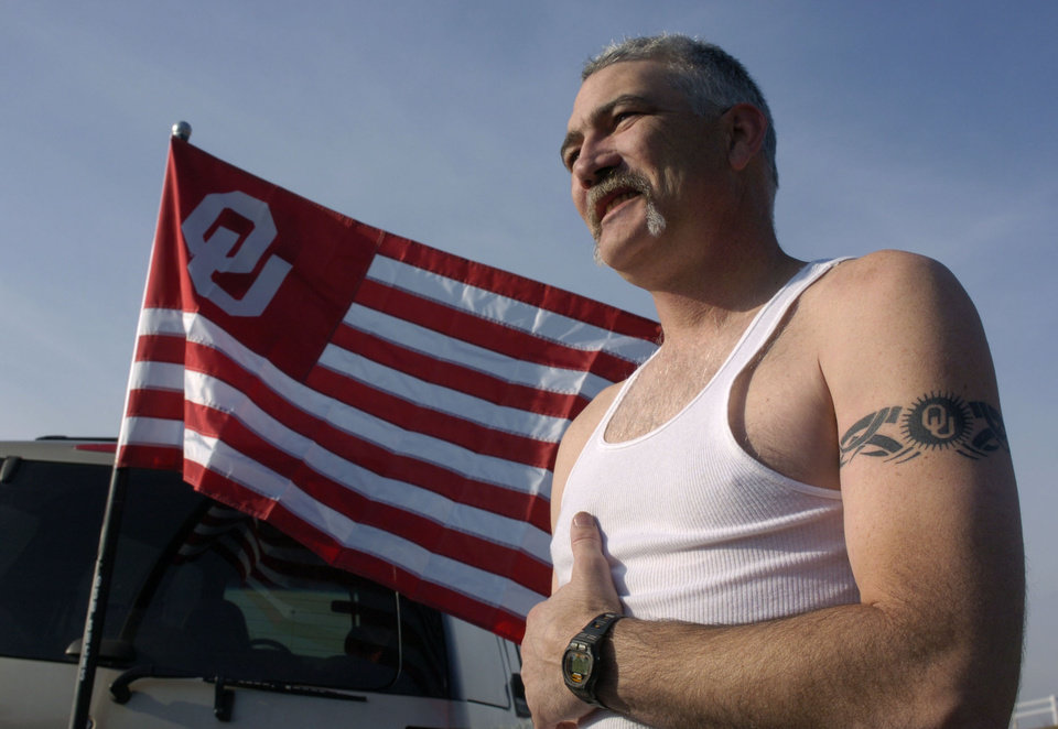 Kansas City, MO. USA.  Saturday, December 6, 2003:  Big 12 Championship College Football, University of Oklahoma vs Kansas State University (KSU):   Fan Jeff Ware of Del City waits in line for parking at Arrowhead Stadium with an OU flag flying from his car and proudly displaying his OU tattoo.  Fans line up by noon just to park for the 7:00 p.m. game.  Staff photo by Steve Sisney.