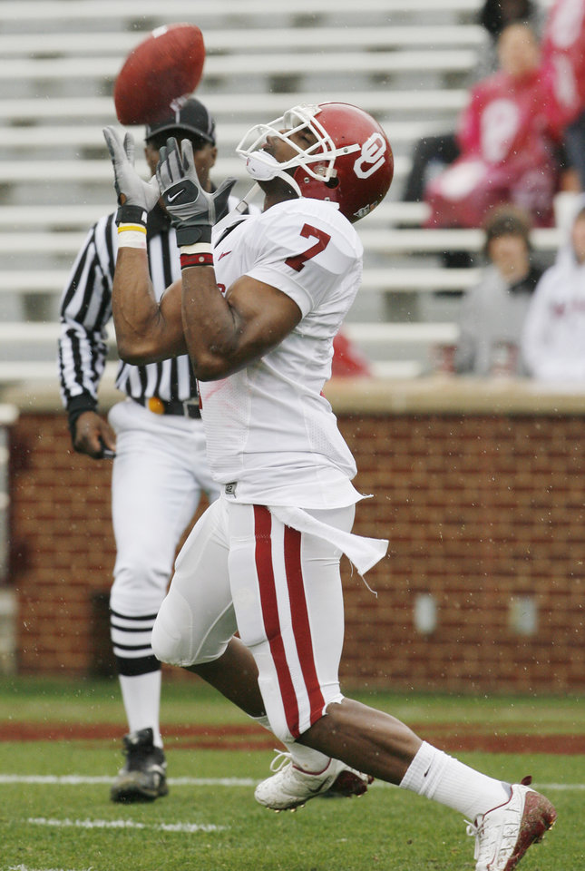 Photo - Demarco Murray catches kicks during the spring Red and White football game for the University of Oklahoma (OU) Sooners at Gaylord Family/Oklahoma Memorial Stadium on Saturday, April 17, 2010, in Norman, Okla.  Photo by Steve Sisney, The Oklahoman