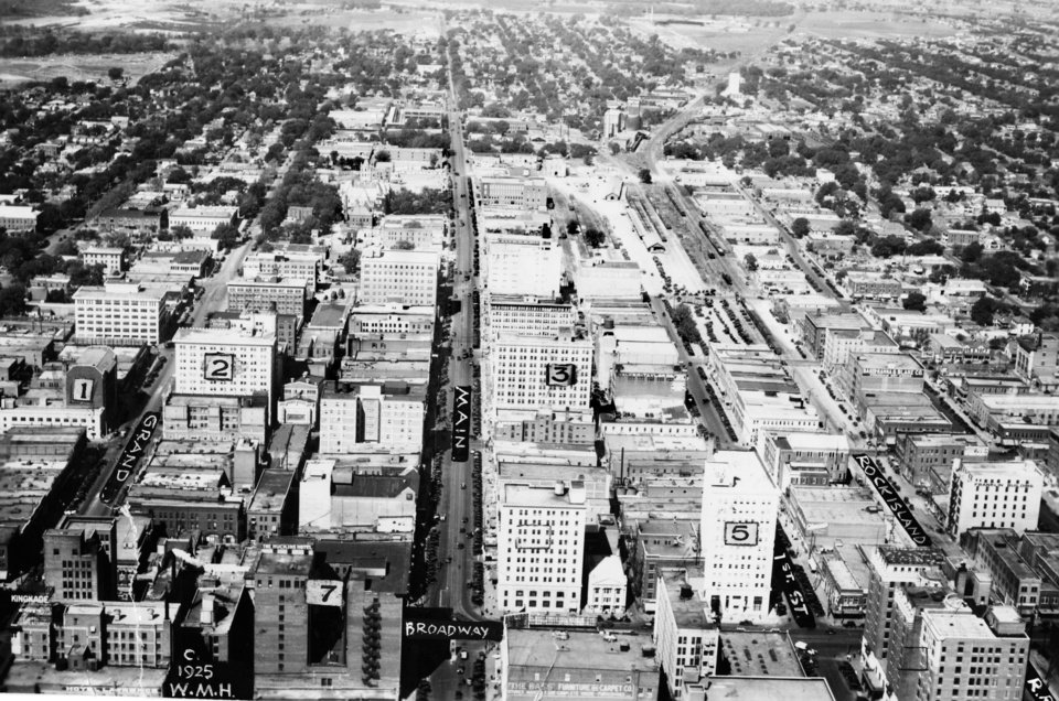OKLAHOMA CITY / SKY LINE / OKLAHOMA / AERIAL VIEWS / AERIAL PHOTOGRAPHY / AIR VIEWS:  Looking west on Main St.  Photo undated and published on 04/28/1925 in The Daily Oklahoman.  Photo arrived in Library on 08/19/1936.