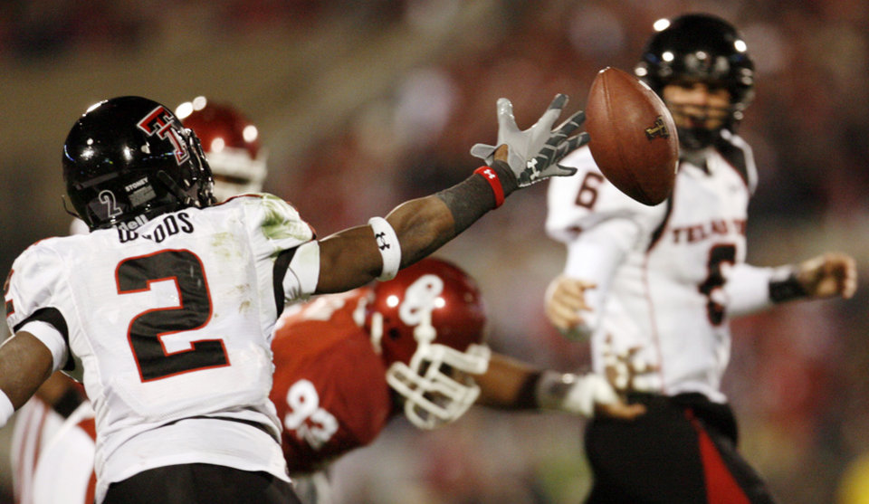 Photo - Texas Tech's Shannon Woods (2) misses catching a pass by Graham Harrell (6) on fourth down in the second quarter of the college football game between the University of Oklahoma Sooners and Texas Tech University at Gaylord Family -- Oklahoma Memorial Stadium in Norman, Okla., Saturday, Nov. 22, 2008. BY NATE BILLINGS, THE OKLAHOMAN