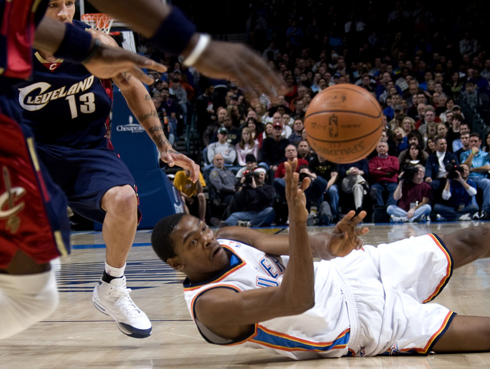 Oklahoma City's Kevin Durant scrambles for a loose ball during the NBA game between the Oklahoma City Thunder and Cleveland Cavaliers, Sunday, Dec. 21, 2008, at the Ford Center in Oklahoma City. PHOTO BY SARAH PHIPPS, THE OKLAHOMAN