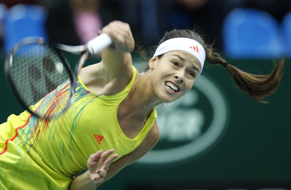 Photo -   Serbia's Ana Ivanovic serves a ball to Australia's Samantha Stosur during a semifinal match at the Kremlin Cup tennis tournament in Moscow, Russia, Saturday, Oct. 20, 2012. (AP Photo/Misha Japaridze)