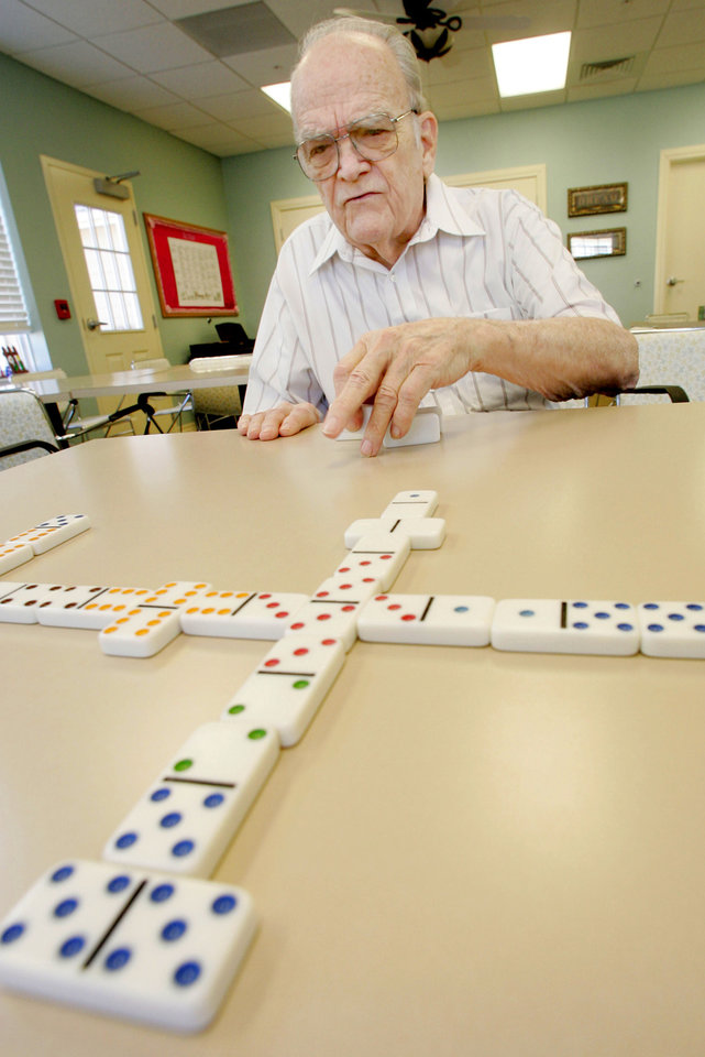 Photo - LEGEND AT RIVENDELL / SENIOR CITIZENS: Resident Tom Bowen plays dominoes at Legends Senior Living center in Moore Wed. Feb. 4, 2009. BY JACONNA AGUIRRE, THE OKLAHOMAN. ORG XMIT: KOD