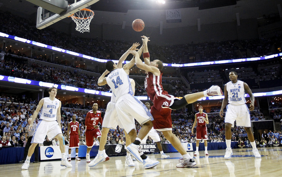 Photo - Oklahoma's Taylor Griffin (32) tires to put up a shot over North Carolina's Danny Green (14) during the second half in the Elite Eight game of NCAA Men's Basketball Regional between the University of North Carolina and the University of Oklahoma at the FedEx Forum on Sunday, March 29, 2009, in Memphis, Tenn.