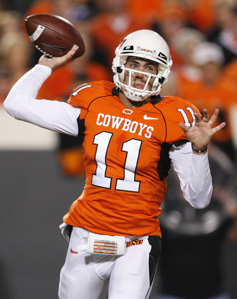 Photo - OSU quarterback Zac Robinson (11) passes during the college football game between the Oklahoma State University Cowboys (OSU) and the University of Texas Longhorns (UT) at Boone Pickens Stadium in Stillwater, Okla., Saturday, Oct. 31, 2009. Photo by Nate Billings, The Oklahoman