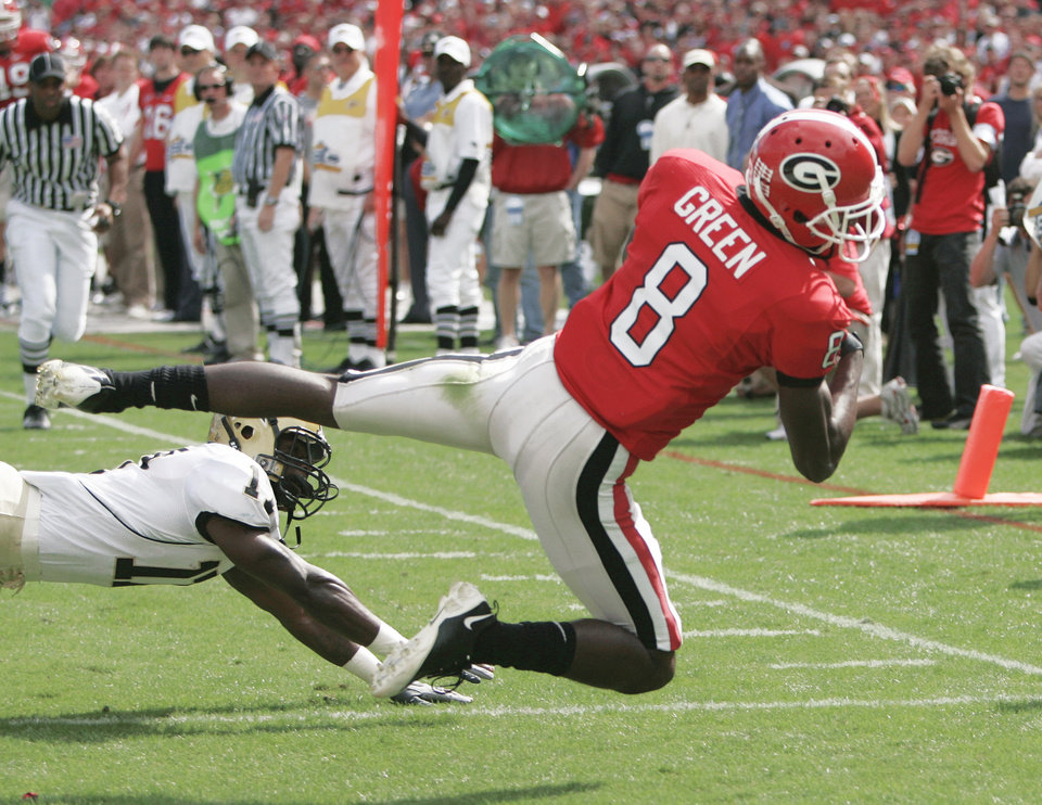 Photo - Georgia receiver A.J. Green (8) caught 56 passes and caught eight touchdown passes as a freshman. AP ARCHIVE PHOTO