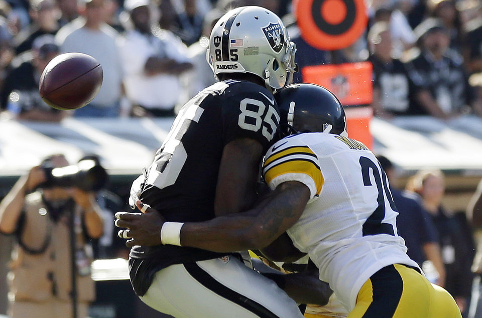 Photo -   Oakland Raiders wide receiver Darrius Heyward-Bey, left, is hit by Pittsburgh Steelers safety Ryan Mundy during the fourth quarter of an NFL football game in Oakland, Calif., Sunday, Sept. 23, 2012. Heyward-Bey was injured on the play and had to leave the game. He was taken to the hospital with a neck injury after the helmet-to-helmet hit from Mundy who was not penalized. (AP Photo/Marcio Jose Sanchez)