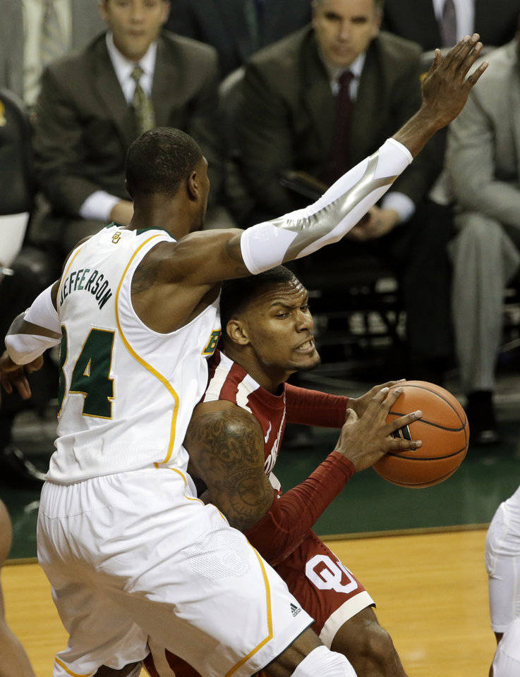 Baylor 's Cory Jefferson (34) defends against a drive to the basket by Oklahoma 's Romero Osby, right, during the first half of an NCAA college basketball game Wednesday, Jan. 30, 2013, in Waco, Texas. (AP Photo/Tony Gutierrez)