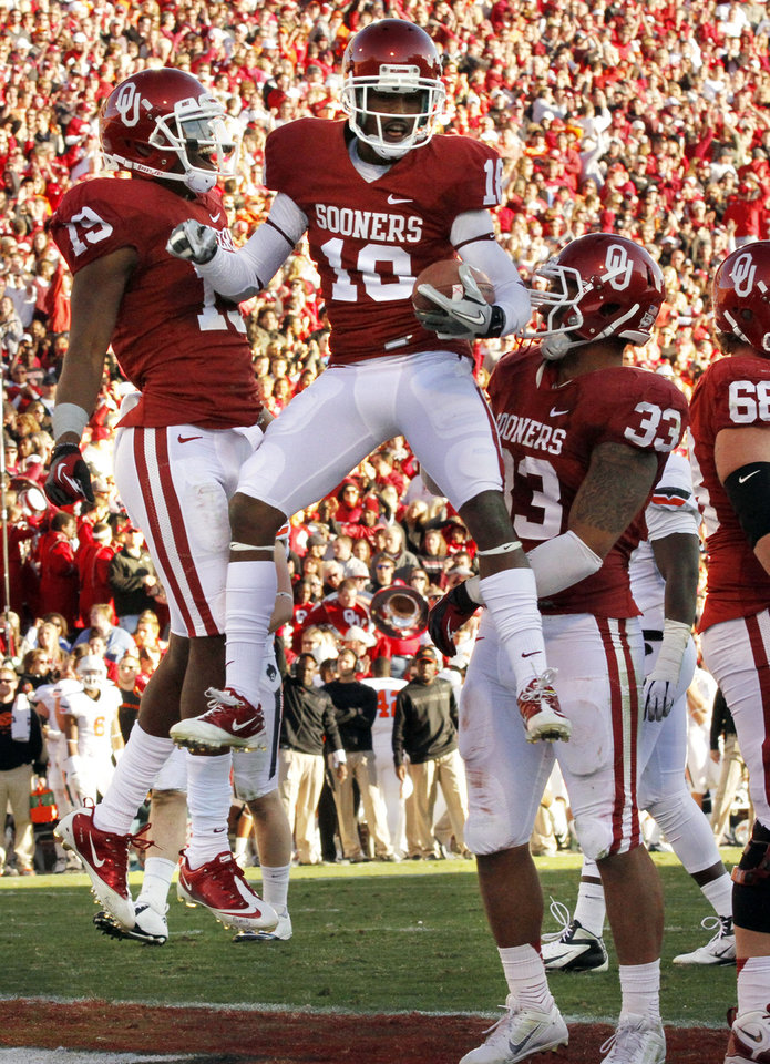 Oklahoma\'s Jalen Saunders (with ball) celebrates a touchdown during the Bedlam college football game between the University of Oklahoma Sooners (OU) and the Oklahoma State University Cowboys (OSU) at Gaylord Family-Oklahoma Memorial Stadium in Norman, Okla., Saturday, Nov. 24, 2012. Photo by Steve Sisney, The Oklahoman