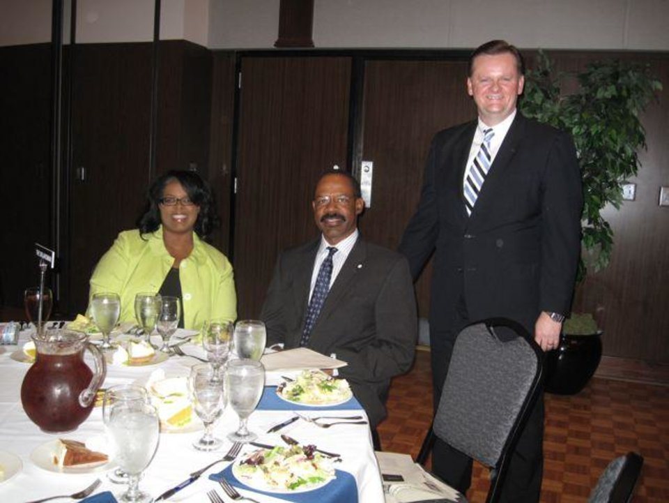 Yvette Walker, Daria Butler and Joe Hight were at The Oklahoman table. (Photo by Helen Ford Wallace).