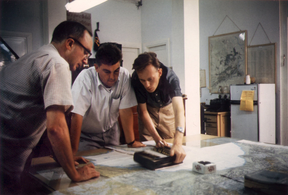 In this undated Vietnam War-era photo, Associated Press Saigon staffers, from left, Edwin Q. White, Horst Faas and Malcolm Browne coordinate coverage in the Saigon bureau. White, a Saigon bureau chief for The Associated Press during the U.S. buildup in the Vietnam War, died Thursday, Nov. 1, 2012 in Honolulu at age 90. (AP Photo)