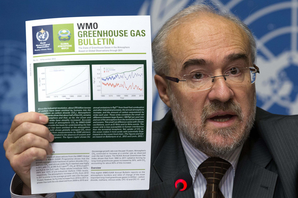 Photo -   French Michel Jarraud, Secretary-General of World Meteorological Organization, WMO, informs the media about greenhouse gases in the atmosphere, during a press conference at the European headquarters of the United Nations in Geneva, Switzerland, Tuesday, Nov. 20, 2012. (AP Photo/Keystone/Salvatore Di Nolfi)