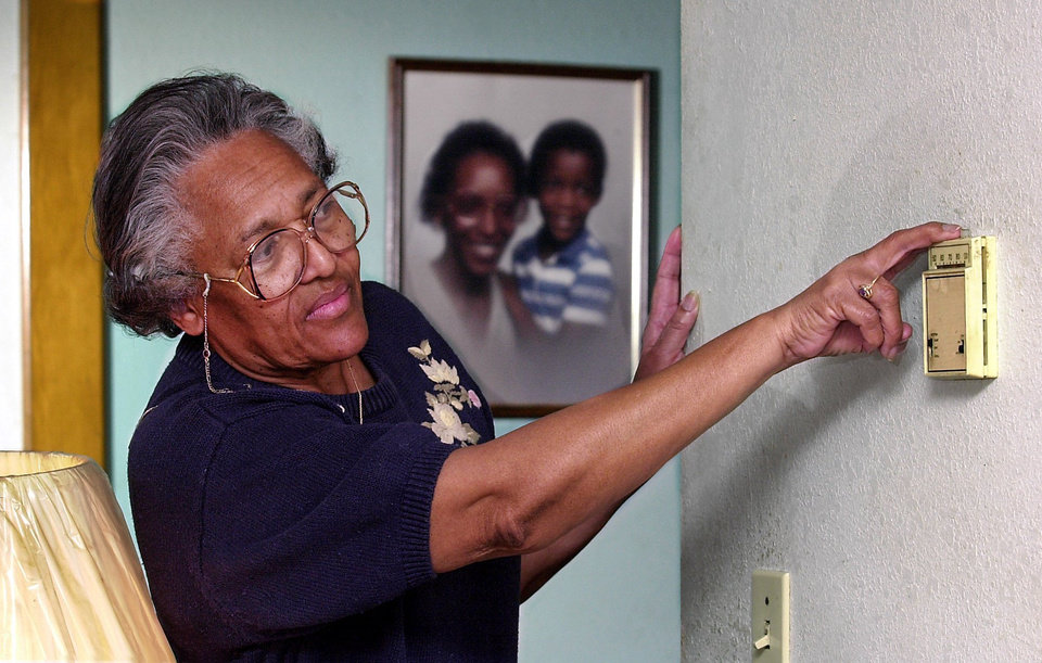 Photo - DEREGULATION / ENERGY COSTS: Maxine Williams adjusts the thermostat in the front room of her northeast Oklahoma City home.
