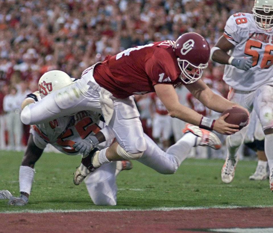 Photo - OU quarterback Josh Heupel scores in the final period during the Bedlam college football game against OU in Norman, Okla., on Nov. 27, 1999. Photo by Steve Sisney, The Oklahoman