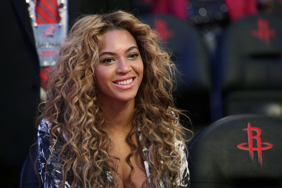 Photo - Beyonce wears her hair in all-over spiral curls. AP Photo.  Eric Gay