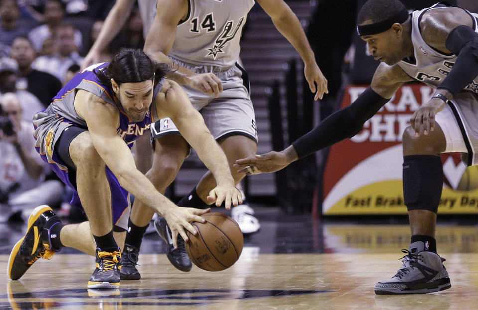 Phoenix Suns\' Luis Scola, left, of Argentina, and San Antonio Spurs\' Stephen Jackson, right, chase a loose ball during the second quarter of an NBA basketball game, Saturday, Jan. 26, 2013, in San Antonio, Texas. (AP Photo/Eric Gay)