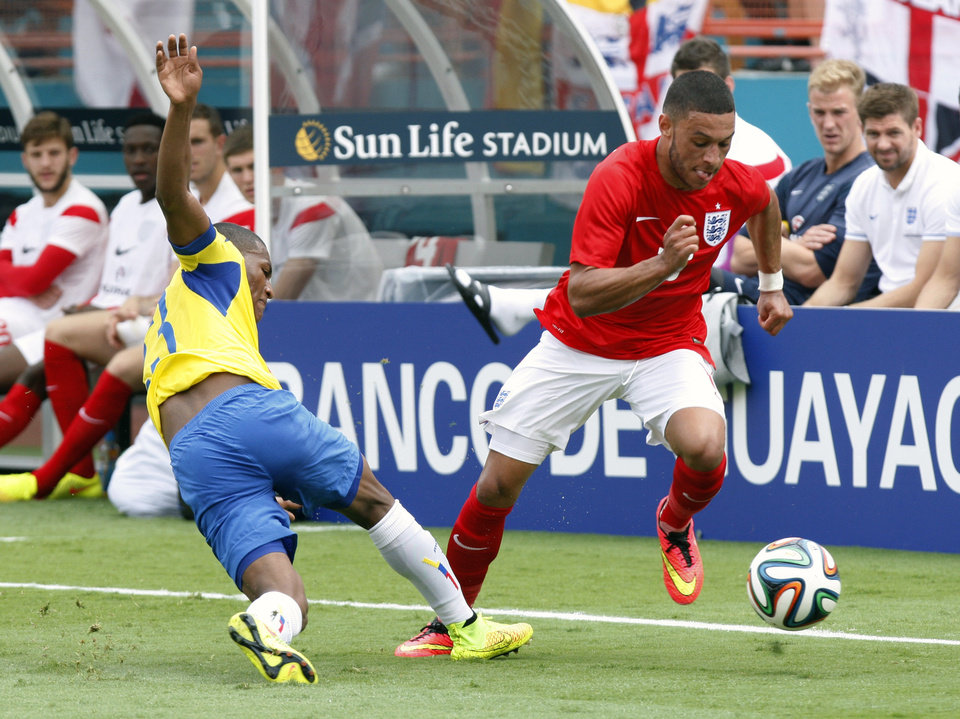 Photo - England's Alex Chamberlain- Oxlade, right, steals the ball from Ecuador's Carlos Gruezo  in the second half of a friendly soccer match in Miami Gardens, Fla., Wednesday, June 4, 2014. The game ended a 2-2 tie. (AP Photo/El Nuevo Herald, Hector Gabino)  MAGS OUT