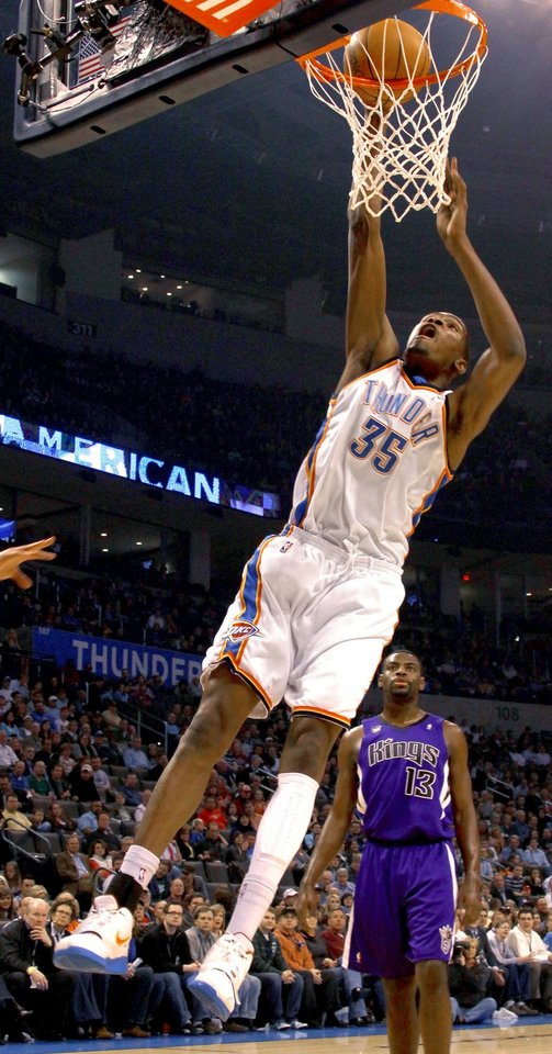 Photo - Oklahoma City's Kevin Durant dunks the ball over Sacramento's Tyreke Evans during the NBA basketball game between the Oklahoma City Thunder and the Sacramento Kings at the Ford Center in Oklahoma City, Tuesday, March 2, 2010.  Photo by Bryan Terry, The Oklahoman