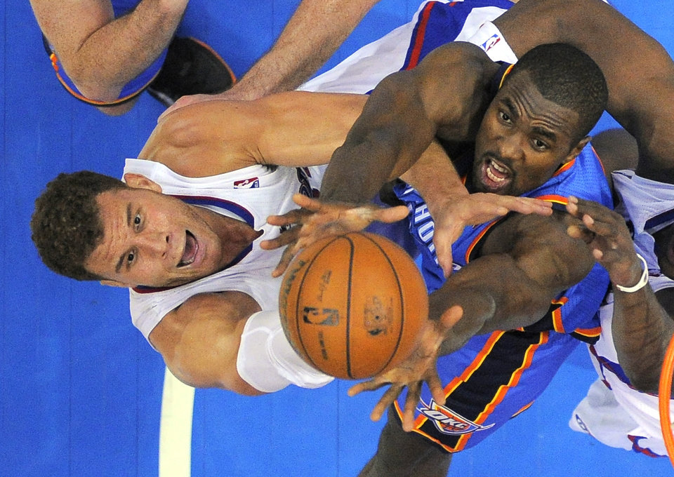 L.A. CLIPPERS: Los Angeles Clippers forward Blake Griffin, left, and Oklahoma City Thunder forward Serge Ibaka, of Congo, battle for a rebound during the second half of their NBA basketball game, Tuesday, Jan. 22, 2013, in Los Angeles. The Thunder won 109-97. (AP Photo/Mark J. Terrill) ORG XMIT: LAS113