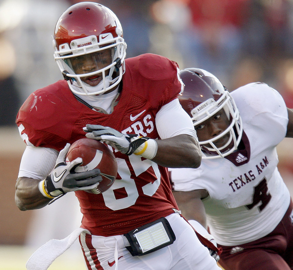 Oklahoma's Ryan Broyles (85) runs past Texas A&M's Trent Hunter (1) during the college football game between the Texas A&M Aggies and the University of Oklahoma Sooners (OU) at Gaylord Family-Oklahoma Memorial Stadium on Saturday, Nov. 5, 2011, in Norman, Okla.  Briyels was injured on the play Oklahoma won 41-25. Photo by Bryan Terry, The Oklahoman