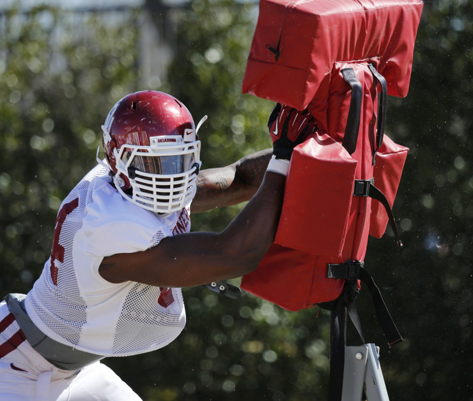 Photo - Mike Onuoha (84) goes through drills as the University of Oklahoma Sooners (OU) begin spring practice on fields next to Gaylord Family-Oklahoma Memorial Stadium in Norman, Okla., on Tuesday, March 11, 2014. Photo by Steve Sisney, The Oklahoman