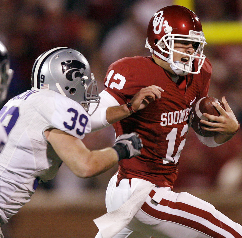 Photo - Oklahoma's Landry Jones (12) tries to get past Kansas State's John Houlik (39) during the second half of the college football game between the University of Oklahoma Sooners (OU) and the Kansas State University Wildcats (KSU) at the Gaylord Family -- Oklahoma Memorial Stadium on Saturday, Oct. 31, 2009, in Norman, Okla. Photo by Chris Landsberger, The Oklahoman ORG XMIT: KOD