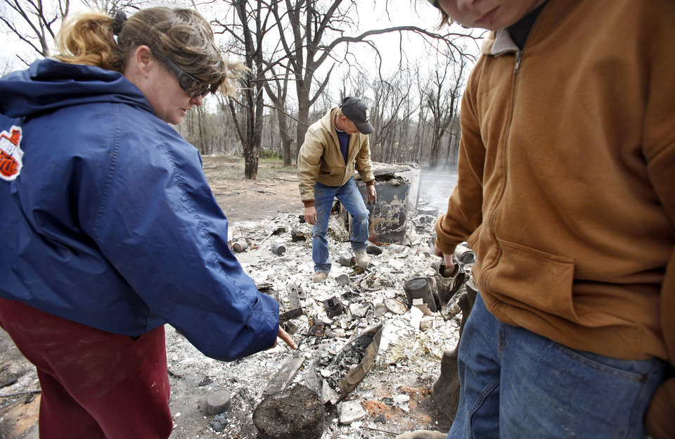 Photo - FIRES / WILDFIRES / HOUSE / DAMAGE/ AFTERMATH / RETURN / KENNETH WERTZ: Carrie Wertz and her husband Kenneth try to find a few salvageable remains from their house that was destroyed by wildfires on Friday, April 10, 2009, in Choctaw, Okla.  Photo by Chris Landsberger, The Oklahoman  ORG XMIT: KOD