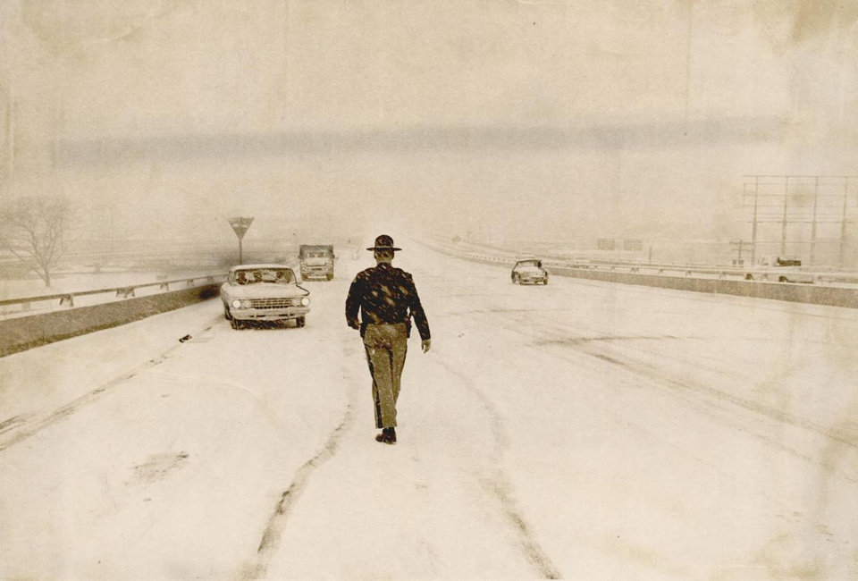 Photo - Jan. 19, 1966: A highway patrolman goes to the aid of a motorist stalled in the snowstorm on the Draper Expressway. [Photo by Tony Wood, The Oklahoman Archives]