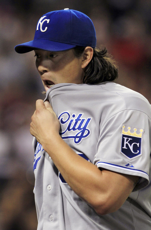 Photo -   Kansas City Royals starting pitcher Luis Mendoza reacts as he gets pulled in the eighth inning of a baseball game against the Chicago White Sox, Monday, Aug. 6, 2012, in Chicago. The White Sox won 4-2. (AP Photo/John Smierciak)