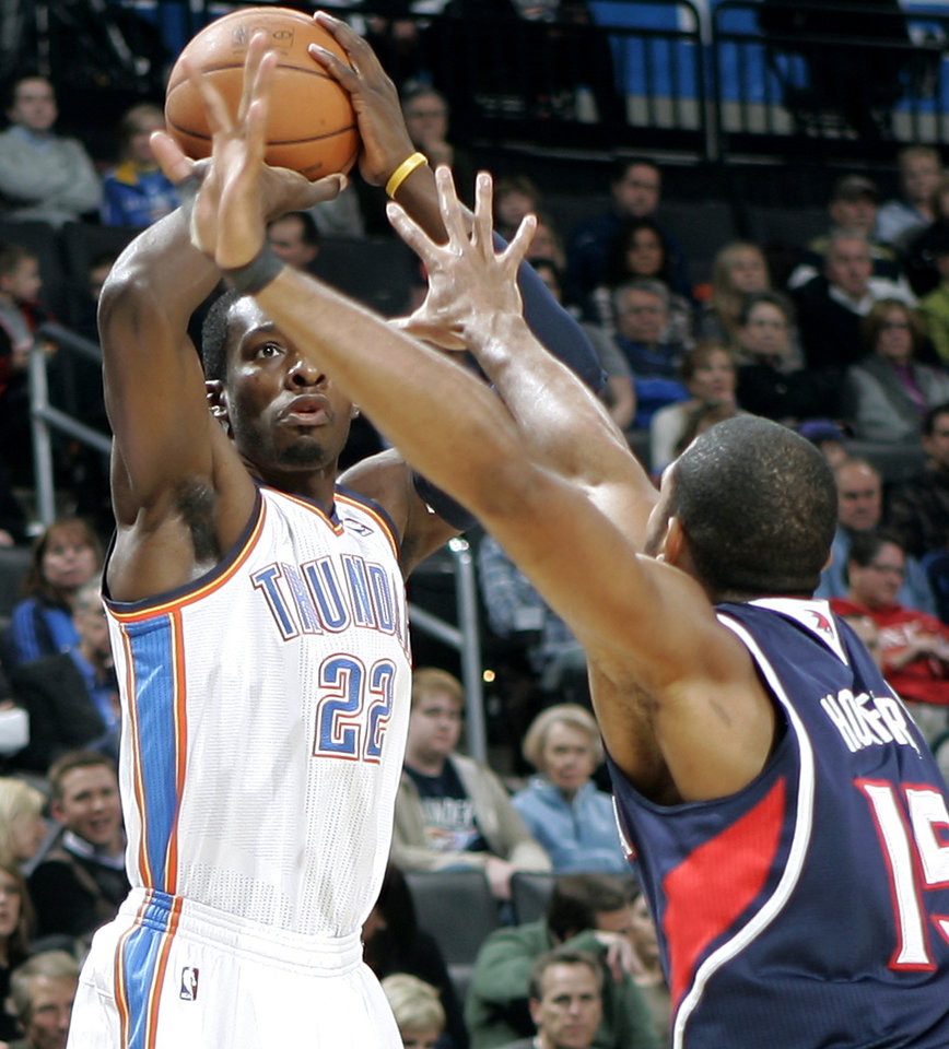 Photo - Oklahoma City's Jeff Green is pressured by Atlanta's Al Horford during their NBA basketball game at the OKC Arena in Oklahoma City on Friday, Dec. 31, 2010. Photo by John Clanton, The Oklahoman
