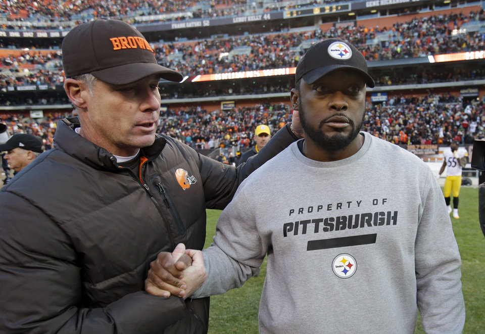 Photo -   Cleveland Browns head coach Pat Shurmur, left, and Pittsburgh Steelers head coach Mike Tomlin meet at midfield after the Browns' 20-14 win in an NFL football game on Sunday, Nov. 25, 2012, in Cleveland. (AP Photo/Mark Duncan)