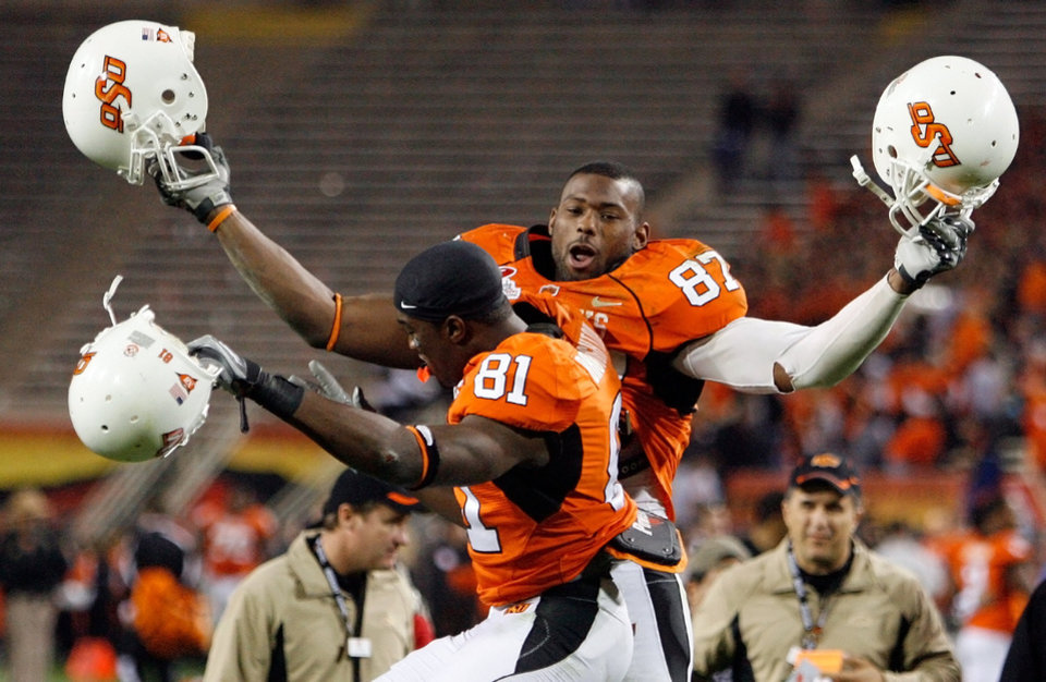 Photo - OSU's Brandon Pettigrew (87) and Scott Broughton (81) celebrate after the Insight Bowl college football game between Oklahoma State University (OSU) and the Indiana University Hoosiers (IU) at Sun Devil Stadium on Monday, Dec. 31, 2007, in Tempe, Ariz. OSU won, 49-33. BY NATE BILLINGS, THE OKLAHOMAN