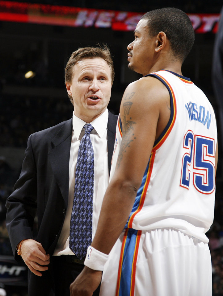 Photo - Oklahoma City head coach Scott Brooks talks to Earl Watson (25) during the NBA basketball game between the Oklahoma City Thunder and the Portland Trail Blazers at the Ford Center in Oklahoma City, Friday, February 6, 2009. The Thunder won, 102-93. BY NATE BILLINGS, THE OKLAHOMAN