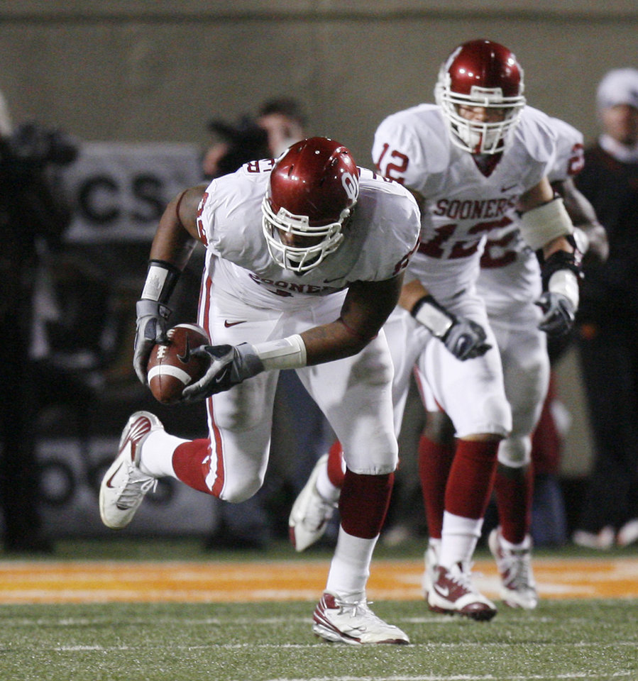 Photo - Frank Alexander picks up a Zac Robinson fumble on a two-point conversion try and runs it all the way during the second half of the college football game between the University of Oklahoma Sooners (OU) and Oklahoma State University Cowboys (OSU) at Boone Pickens Stadium on Saturday, Nov. 29, 2008, in Stillwater, Okla. STAFF PHOTO BY SARAH PHIPPS