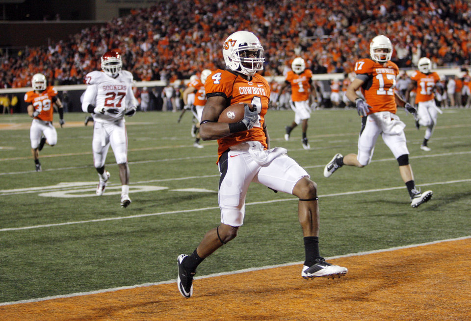 Photo - OSU's Justin Gilbert (4) runs a kick return for a touchdown in the fourth quarter during the Bedlam college football game between the University of Oklahoma Sooners (OU) and the Oklahoma State University Cowboys (OSU) at Boone Pickens Stadium in Stillwater, Okla., Saturday, Nov. 27, 2010. OU won, 47-41. Photo by Nate Billings, The Oklahoman