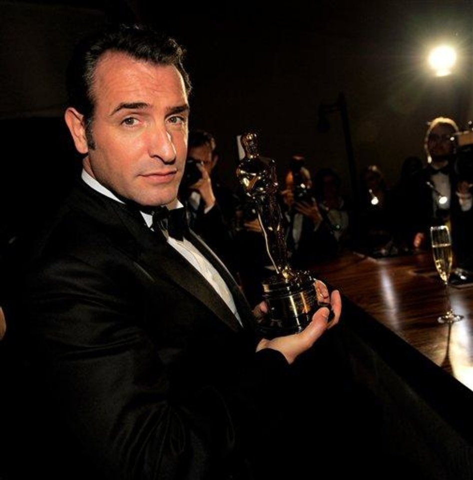 "Jean Dujardin poses with his Oscar for best actor in a leading role for ""The Artist"" after it is engraved at the Governors Ball following the 84th Academy Awards on Sunday, Feb. 26, 2012, in the Hollywood section of Los Angeles. (AP Photo/Chris Pizzello)"