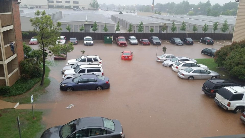 Photo - The apt complex parking lot at NW 30th and villa -- Photo via Capt. MURRICA @NoBSNofire on Twitter