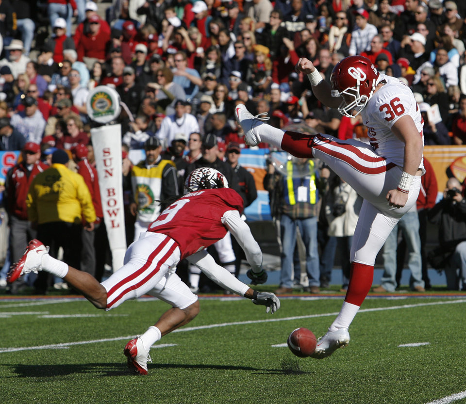 Photo - Richard Sherman blocks a punt attempt by Tress Way during the first half of the Brut Sun Bowl college football game between the University of Oklahoma Sooners (OU) and the Stanford University Cardinal on Thursday, Dec. 31, 2009, in El Paso, Tex.   Photo by Steve Sisney, The Oklahoman