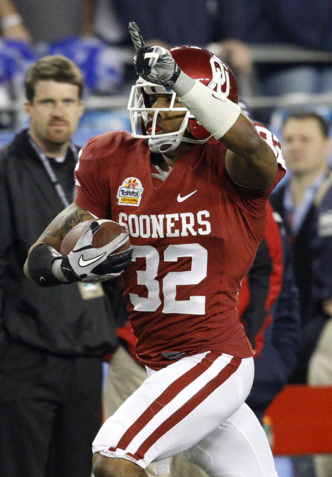 Photo - Oklahoma's Jamell Fleming (32) returns an interception for a touchdown during the Fiesta Bowl college football game between the University of Oklahoma Sooners and the University of Connecticut Huskies in Glendale, Ariz., at the University of Phoenix Stadium on Saturday, Jan. 1, 2011.  Photo by Bryan Terry, The Oklahoman