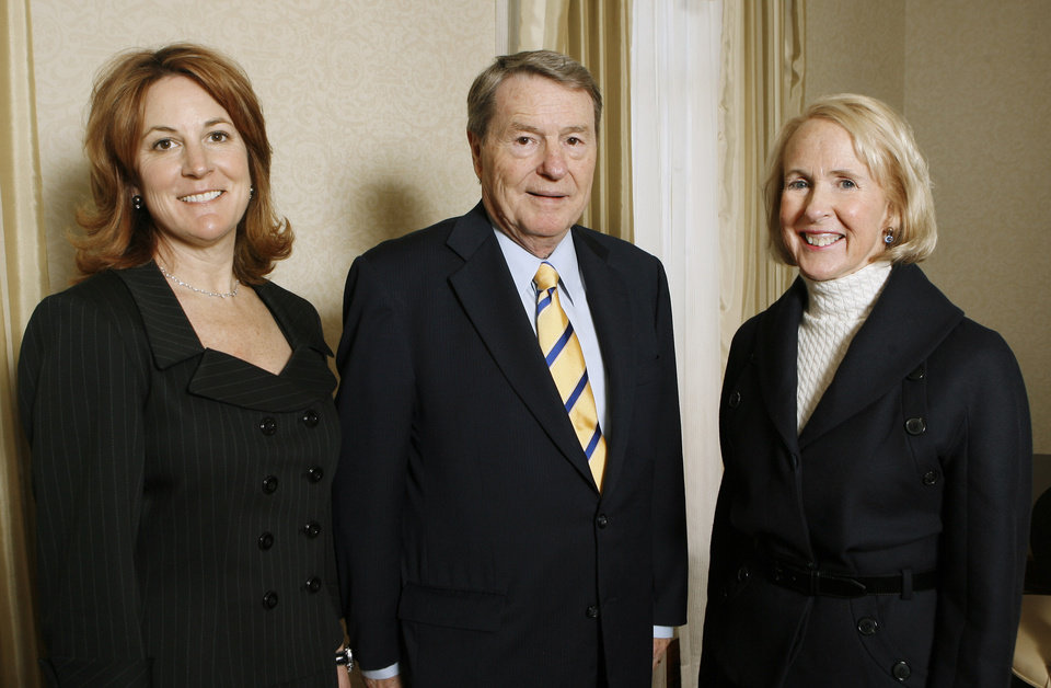 Photo - OU: Louise Bennett, Jim Lehrer, and Christy Everest, attending a reception for the presentation to Lehrer of the Gaylord Prize for Excellence in Journalism and Mass Communication by the University of Oklahoma at the Skirvin Hilton Hotel in downtown Oklahoma City, Monday, Nov. 17, 2008. BY PAUL B. SOUTHERLAND, THE OKLAHOMAN ORG XMIT: KOD