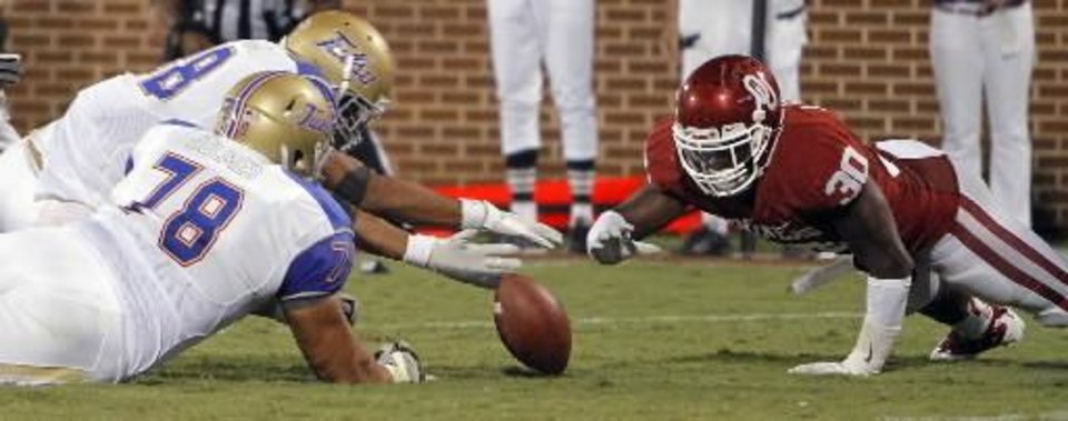 Oklahoma\'s Javon Harris (30) dives to recover a fumble against Tulsa\'s Tyler Holmes (78) and Bryan Burnham (88)during the college football game between the University of Oklahoma Sooners ( OU) and the Tulsa University Hurricanes (TU) at the Gaylord Family-Memorial Stadium on Saturday, Sept. 3, 2011, in Norman, Okla. Photo by Chris Landsberger, The Oklahoman ORG XMIT: KOD