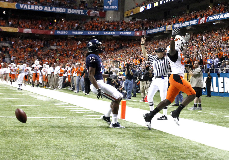 Photo - Oklahoma State's Justin Blackmon (81) celebrates a touchdown in front of Arizona's Adam Hall (12) during the Alamo Bowl. Photo by Sarah Phipps, The Oklahoman