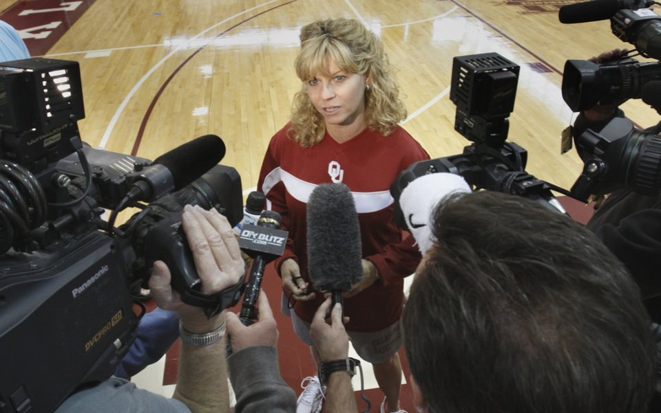 Photo - OU / WOMEN'S COLLEGE BASKETBALL / WOMEN'S NCAA TOURNAMENT / FINAL FOUR: University of Oklahoma Sooner women's basketball head coach Sherri Coale speaks to the media following her team's last practice before leaving for San Antonio on Thursday, April 1, 2010, at the practice facility in the Lloyd Noble Center in Norman, Okla.  Photo by Steve Sisney, The Oklahoman ORG XMIT: KOD