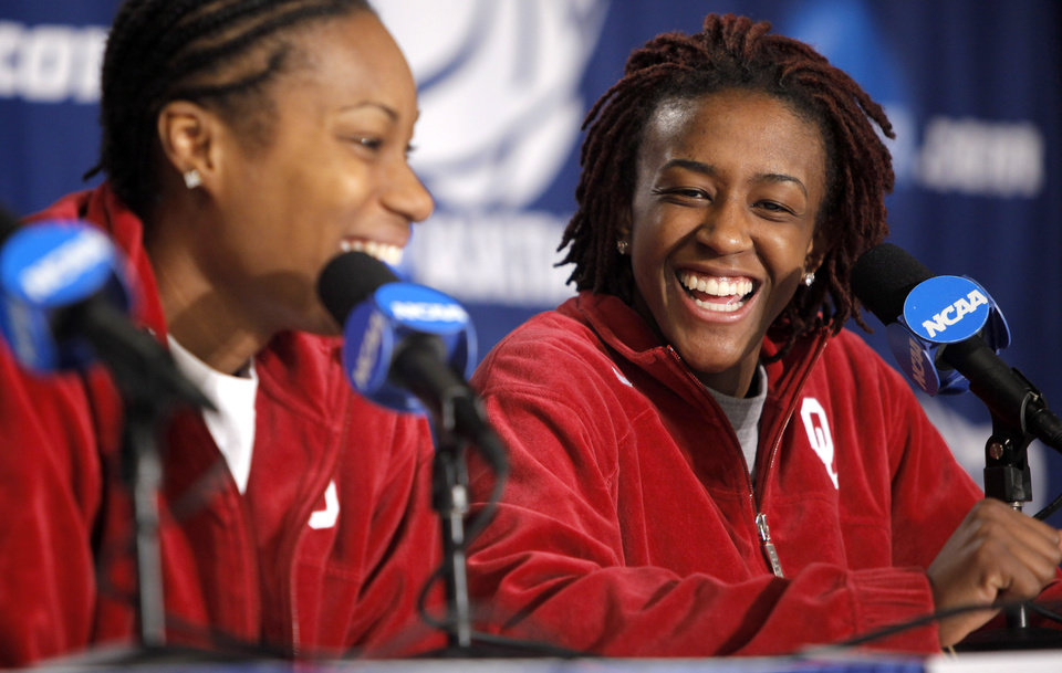 Photo - WOMEN'S COLLEGE BASKETBALL / WOMEN'S NCAA TOURNAMENT: OU's Danielle Robinson, right, and Amanda Thompson laugh during press conference in Kansas City, Mo., on Saturday, March 27, 2010. The University of Oklahoma will play Notre Dame in the Sweet 16 round of the NCAA women's  basketball tournament on Sunday.  Photo by Bryan Terry, The Oklahoman ORG XMIT: KOD