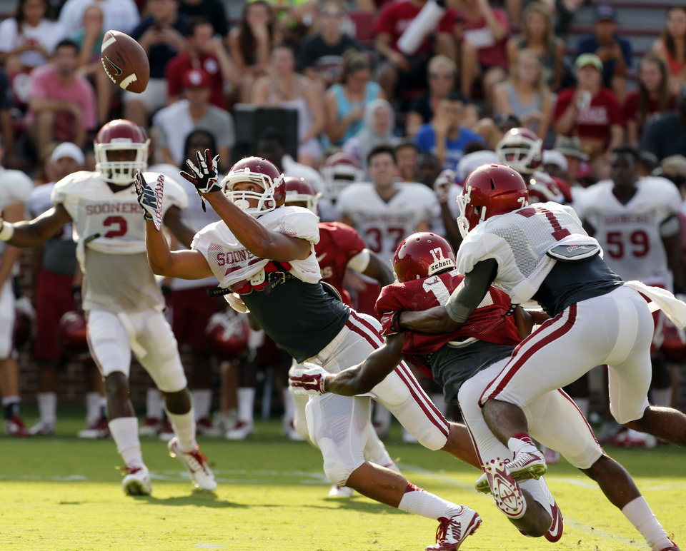 Photo - Jordan Evans (26) intercepts a pass during the University of Oklahoma Sooners (OU) practice and Student Day at Gaylord Family-Oklahoma Memorial Stadium in Norman, Okla., on Thursday, Aug. 21, 2014. Photo by Steve Sisney, The Oklahoman