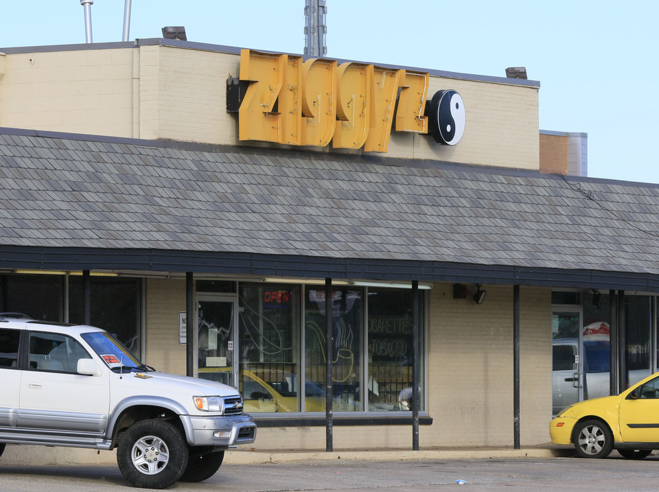 Photo -  This is Ziggyz Smoke Shop at 4007 N. Pennsylvania Ave. [Photo by Paul Hellstern, The Oklahoman]
