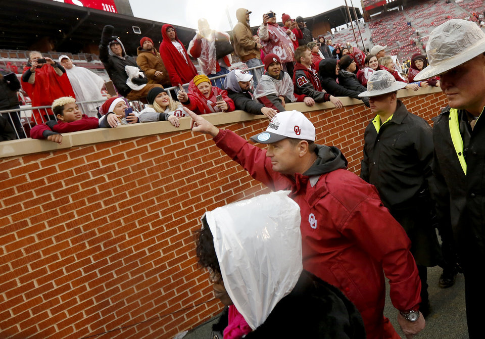 Photo - Oklahoma coach Bob Stoops waves to fans  after the Bedlam college football game between the Oklahoma Sooners (OU) and the Oklahoma State Cowboys (OSU) at Gaylord Family - Oklahoma Memorial Stadium in Norman, Okla., Saturday, Dec. 3, 2016. Oklahoma won 38-20. Photo by Bryan Terry, The Oklahoman