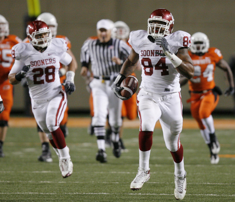 Photo - Frank Alexander runs with a recovered fumble on an OSU two-point conversion during the second half of the college football game between the University of Oklahoma Sooners (OU) and Oklahoma State University Cowboys (OSU) at Boone Pickens Stadium on Saturday, Nov. 29, 2008, in Stillwater, Okla. STAFF PHOTO BY CHRIS LANDSBERGER